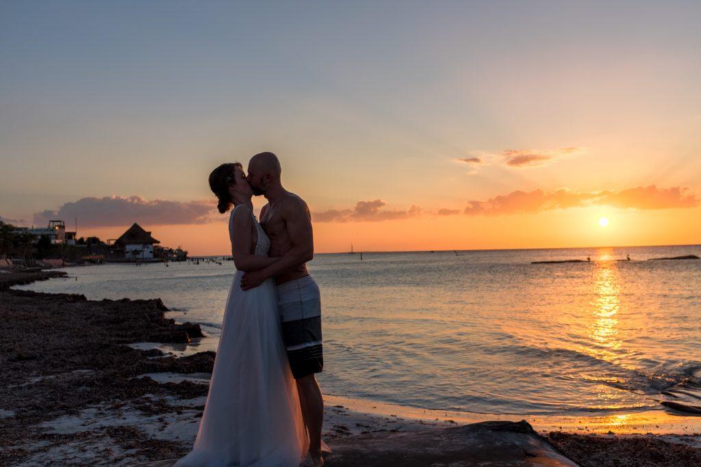 Sunset Wedding Frau Pi Frie Trauung Isla Holbox Ceremonia boda Beachwedding Strandhochzeit Sonnenuntergang Shooting Hochzeitsfotograf