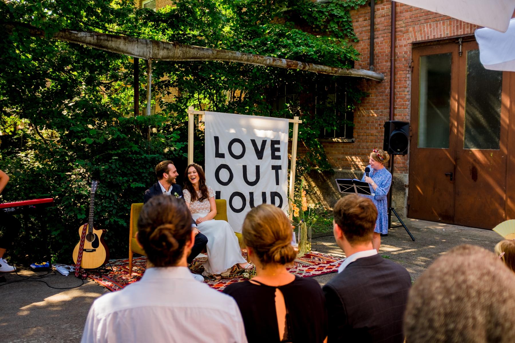 Sitzordnung: Dieses Brautpaar wollte seine Gäste sehen